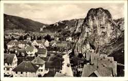 Postcard Blaubeuren, S'leit a Klötzle Blei glei bei Blaubeura, Stadtansicht,Felsmassiv