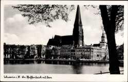 Postcard Schwerin in Mecklenburg Vorpommern, Blick auf den Pfaffenteich und Dom