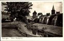 Postcard Ratingen im Kreis Mettmann, Partie am alten Wehrgang, Mauer, Kirchturm