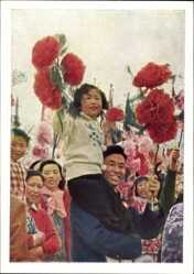 Postcard Beijing Peking China, Demonstration, Frauen, Männer, Kinder, Nelken