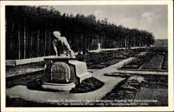 Postcard Grafenwöhr im Oberpfälzer Hügelland Bayern, Gefangenenfriedhof, Sockel