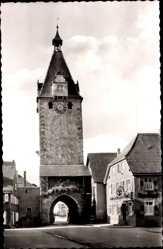Postcard Gengenbach an der Kinzig Ortenaukreis, Straßenpartie mit Blick auf Kinzig Tor