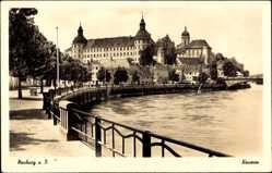 Postcard Neuburg an der Donau Oberbayern, Promenade am Wasser, Schloss