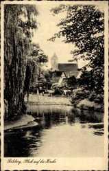 Postcard Perleberg in der Prignitz, Blick auf die Kirche des Ortes, Teich