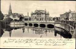Postcard Schwerin in Mecklenburg Vorpommern, Partie an der Schlossbrücke, Kirche