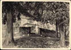 Künstler Ak Gebhardt, R., Dresden Nord Klotzsche, Eingang zur alten Kirche