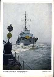Postcard Deutsches Kriegsschiff, Minensuchtboot im Morgengrauen
