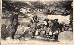 Postcard Monastir Bitola Mazedonien, Environs, Une Fontaine, Leute am Fluss