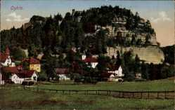 Postcard Oybin im Zittauer Gebirge, Teilansicht der Ortschaft mit Berg