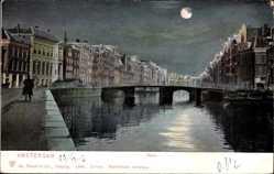 Postcard Amsterdam Nordholland Niederlande, Rokin, Flusspartie bei Nacht, Brücke