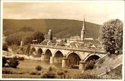 Foto Ak Lohr am Main Unterfranken, Totalansicht, Brücke, Kirchturm, Fluss