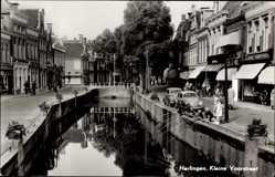 Postcard Harlingen Friesland, Kleine Voorstraat, Straße am Flusskanal