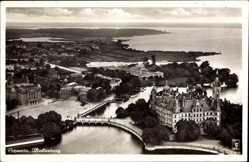 Postcard Schwerin in Mecklenburg Vorpommern, Fliegeraufnahme vom Schloß, Insel