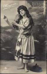 Ak Mignon, Junge Frau in Kostüm, Theaterpose, LJFF 2131 3