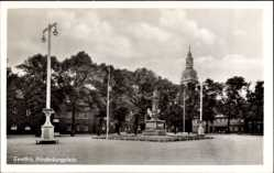 Postcard Genthin am Elbe Havel Kanal, Blick auf das Denkmal am Hindenburgplatz