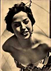 Ak Portrait einer brünetten jungen Frau in Bikini, Kurzhaarfrisur