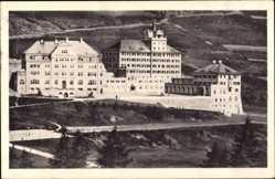 Ak Zuoz Kanton Graubünden, Blick auf das Lyceum Alpinum, Berg, Tennisplatz