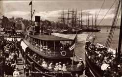 Postcard Flensburg in Schleswig Holstein, Partie am Dampfschiffpavillon, Salondampfer