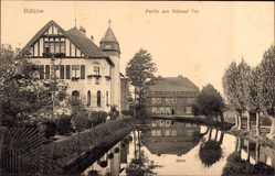 Postcard Bützow im Kreis Rostock, Partie am Rühner Tor, Gebäude, Tor, Gewässer