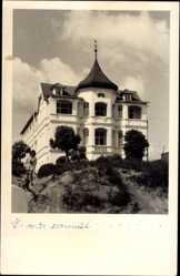 Foto Ak Binz auf Rügen, Blick auf das Haus Lissen, Düne, Frau