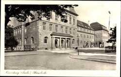 Postcard Naumburg an der Saale, Straßenpartie mit Blick auf die Oberschule