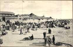 Postcard Norderney in Ostfriesland, Partie am Strand, Strandkörbe, Gebäude
