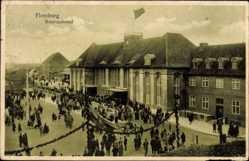 Postcard Flensburg in Schleswig Holstein, Blick auf den belebten Bahnhof