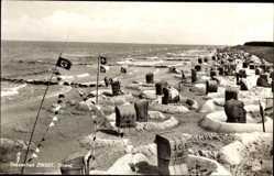 Postcard Seeheilbad Zingst an der Ostsee, Blick auf den Strand, Flaggen, Körbe