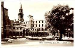 Postcard Leeds Yorkshire England, The Court Yard, Civic Hall