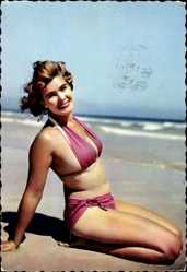 Ak Junge Frau in rotem Bikini am Strand, Brünett