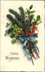 Postcard Frohe Weihnachten, Tannenzweig, Kleeblätter, Rote Beeren