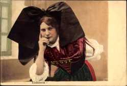 Postcard Frau in Elsässer Tracht, Flügelhaube, Elsässerin