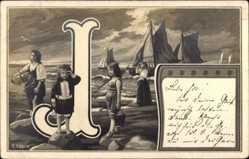 Buchstaben Ak J, Segelboote, Kinder und Frauen am Strand