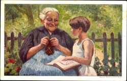 Künstler Ak Beurmann, E., Ältere Frau beim Stricken, Kind mit Buch