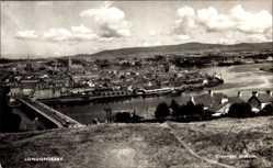 Postcard Londonderry Nordirland, Panorama of the city, Bridge, river