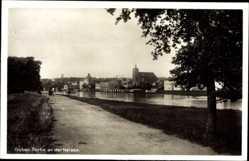 Postcard Guben in der Niederlausitz, Partie an der Neisse, Kirche, Straße