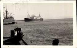 Foto Ak Santiago de Chile, Dampfschiff auf dem Meer, Beiboote
