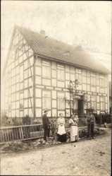 Foto Ak Ottenstein, Landhaus, Fachwerk, Bewohner, Familie, Straßenpartie