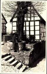 Foto Ak Tecklenburg in Nordrhein Westfalen, Fachwerkhaus, Brunnen
