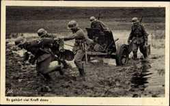 Postcard Es gehört viel Kraft dazu, Wehrmacht, Artillerietransport durch Schlamm