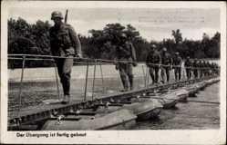 Postcard Der Übergang ist fertig gebaut, Wehrmacht, Schiffsbrücke