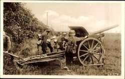 Postcard Deutsche Reichswehr, Geschütze vor der Waldstellung klar zum Schuss