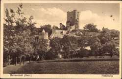 Postcard Ballenstedt im Harz, Blick auf die Roseburg, Rundturm, Feld
