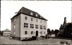 Postcard Grevenbroich im Rheinkreis Neuss, Straßenpartie mit Blick auf das Rathaus