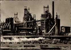Ak Oberhausen am Rhein, Blick auf das Hüttenwerk, Güterzug, Industrieanlage