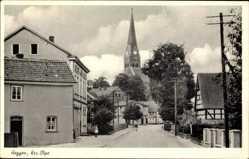 Postcard Heggen Finnentrop Kreis Olpe, Straßenpartie mit Blick auf Kirche