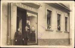 Foto Ak Prudki Kaliningrad Knauten Ostpreußen, G. Barkowski Modegeschäft