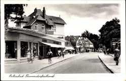 Postcard Timmendorfer Strand in Ostholstein, Straßenpartie, Passanten, Geschäft