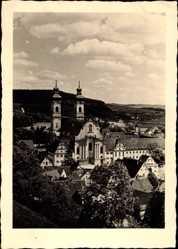 Foto Ak Bad Urach in der Schwäbischen Alb, Blick auf den Ort, Kirche