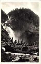 Postcard Odda Norwegen, Laatefoss, Brücke, Wasserfall, Haus, Felswand